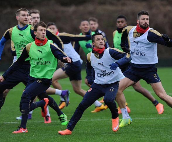 Arsenal Training Sanchez
