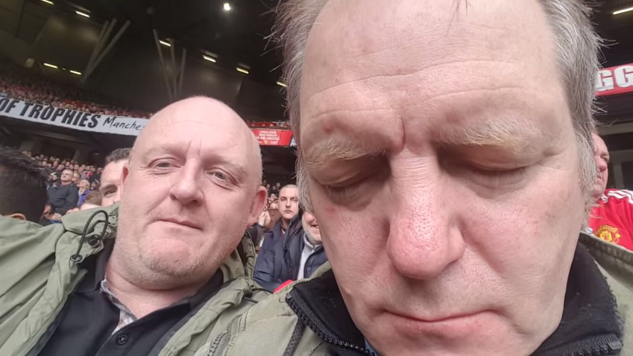 United fan falls asleep